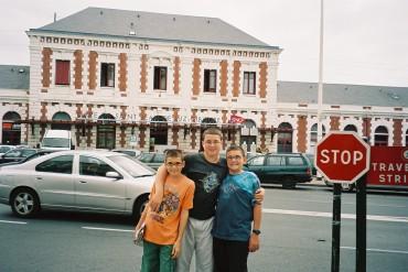 st jean de luz Kids in front of train station