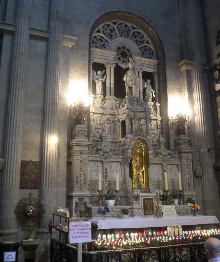 ste-anne-d-auray-basilica-chapel-ste-anne-right-jul17