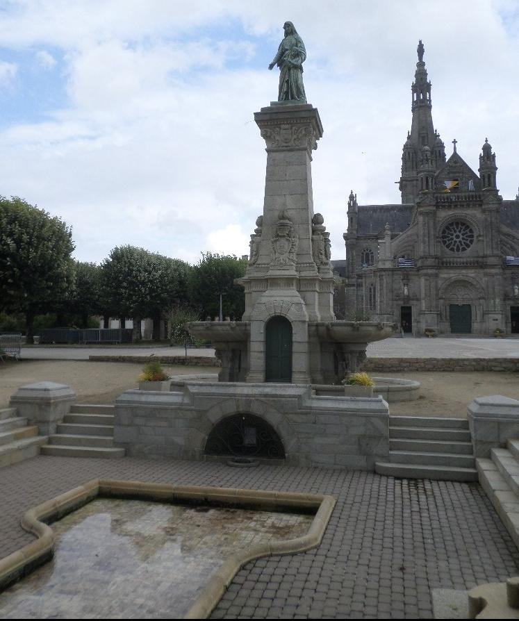 ste-anne-d-auray-basilica-ste-anne-et-fontaine-jul17