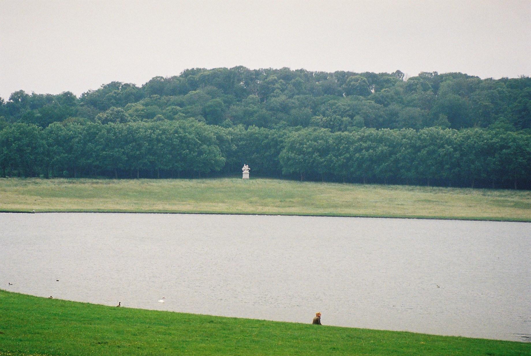 Versailles-piece-deaux-des-suisses-statue-louis-XVI-feb11