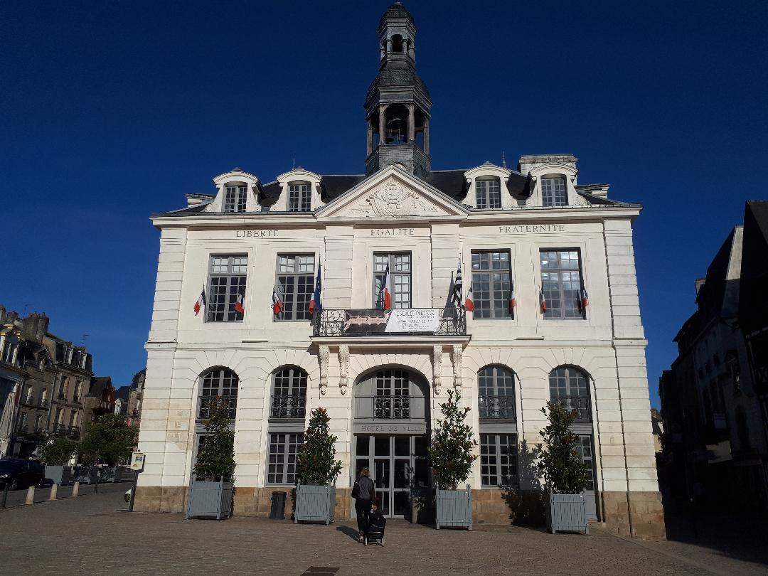 auray city hall front aug19
