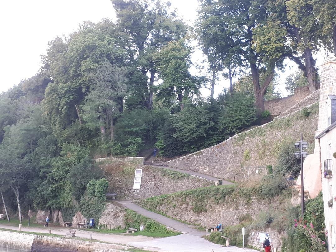 auray st goustan old castle ruins along auray river aug19