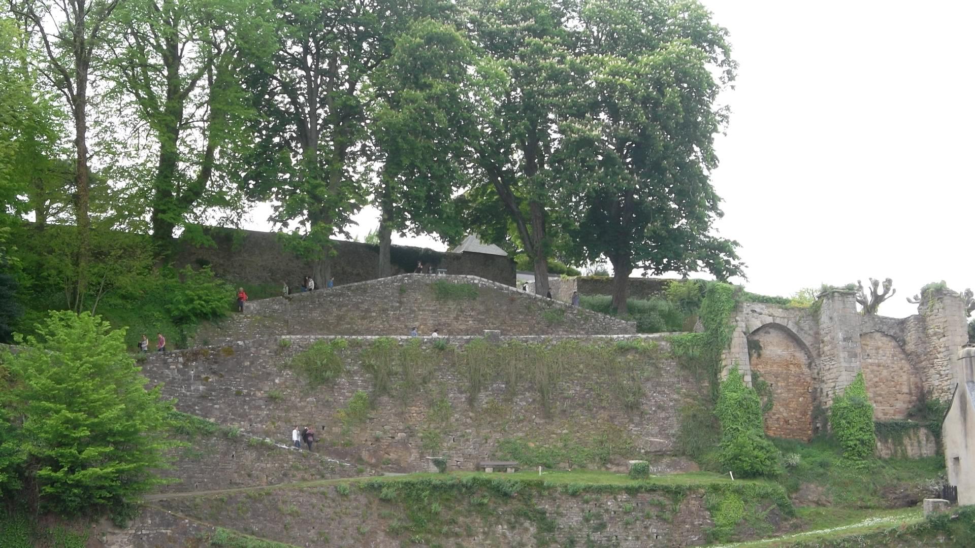 Auray st goustan old castle ruins mai12