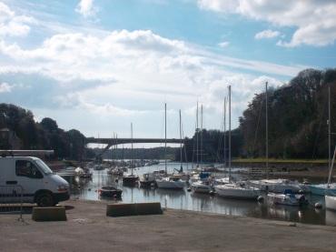 Auray st goustan the port looking at bridge n165 mars12