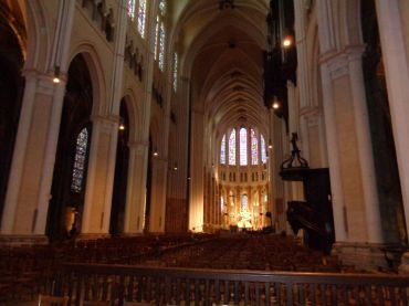 Chartres Cat ND nave to altar pulpit sep21