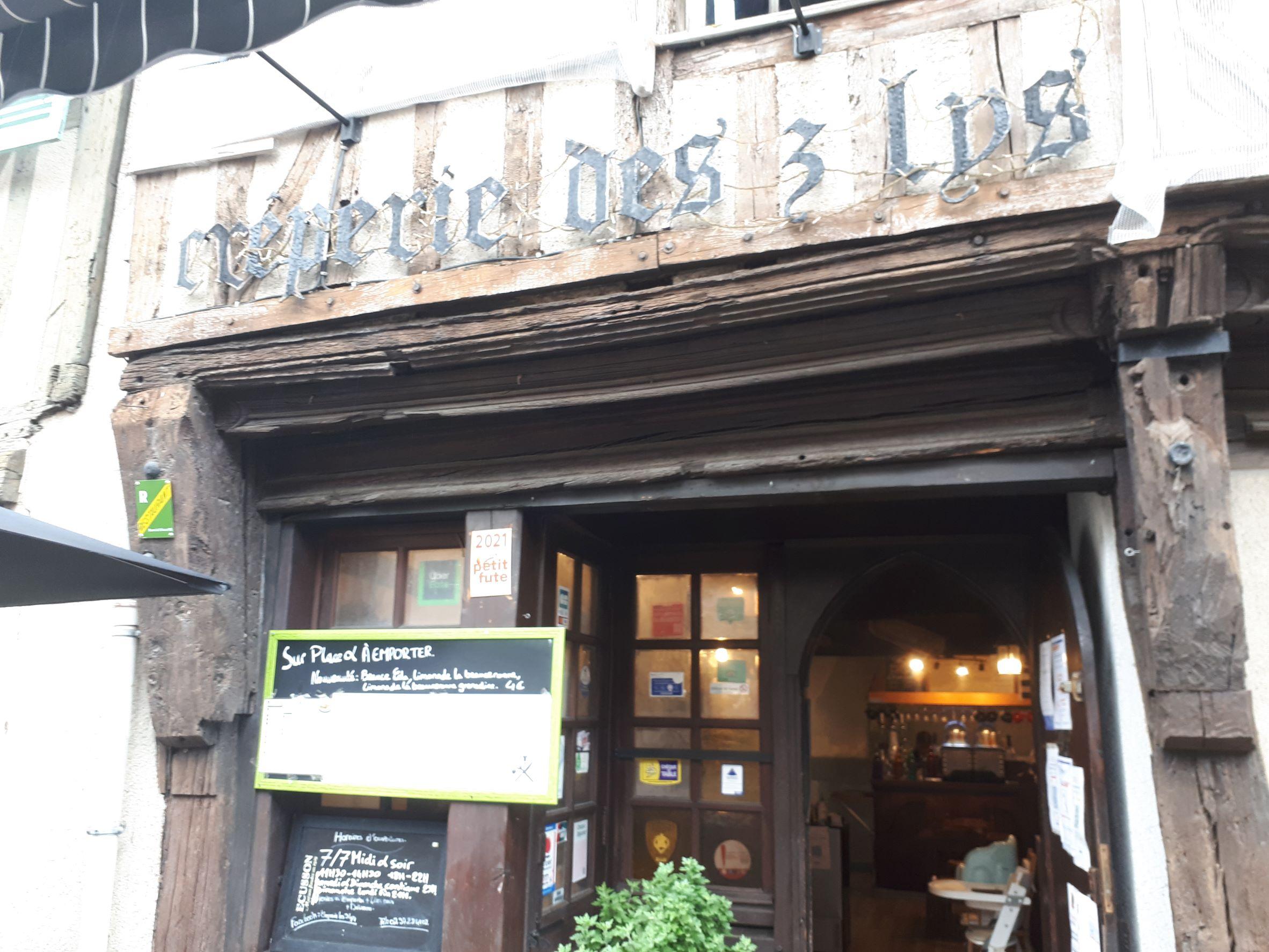 Chartres crep des 3 lys front sep21