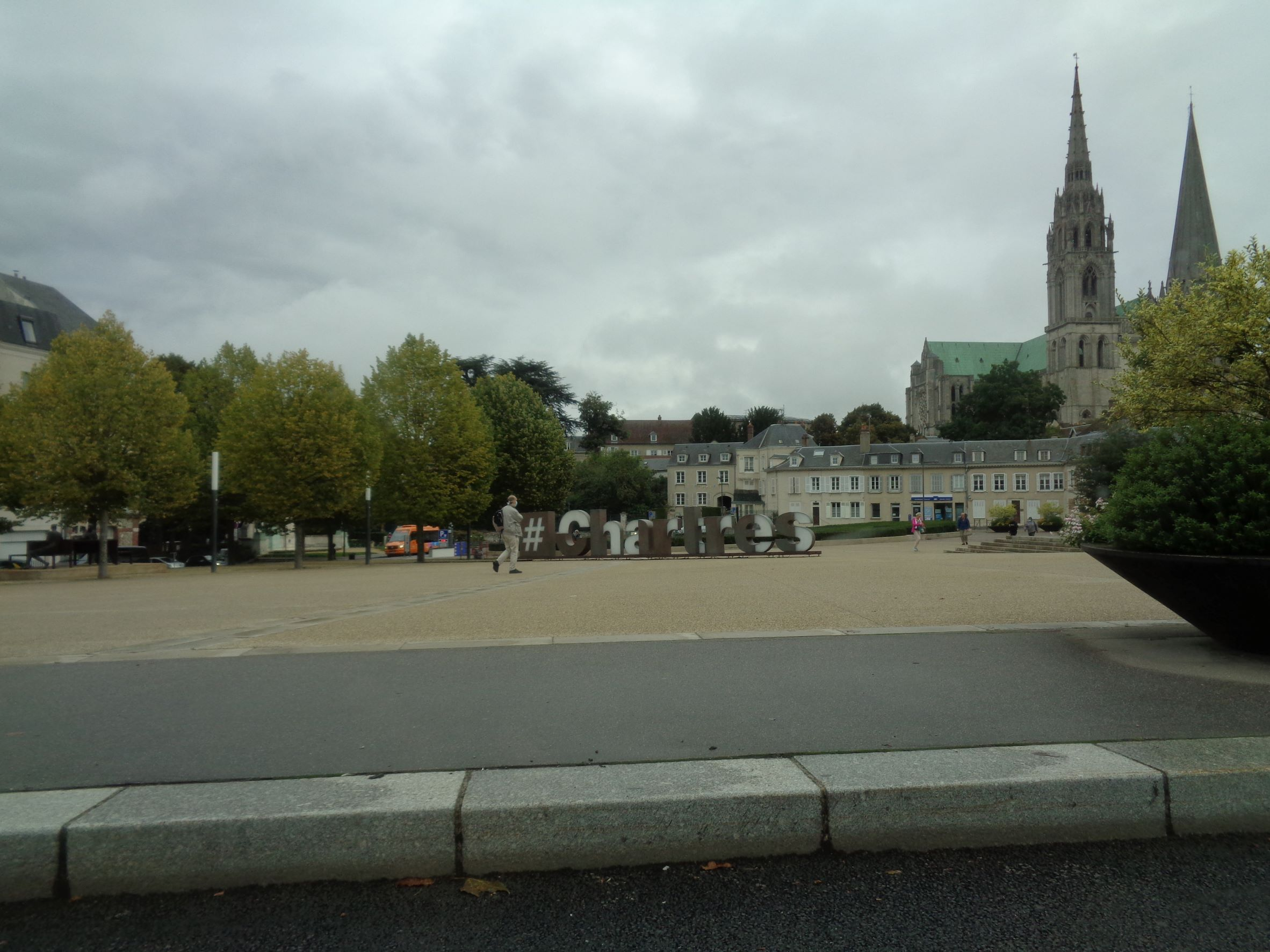 Chartres parking cathedrale to Cat ND sep21