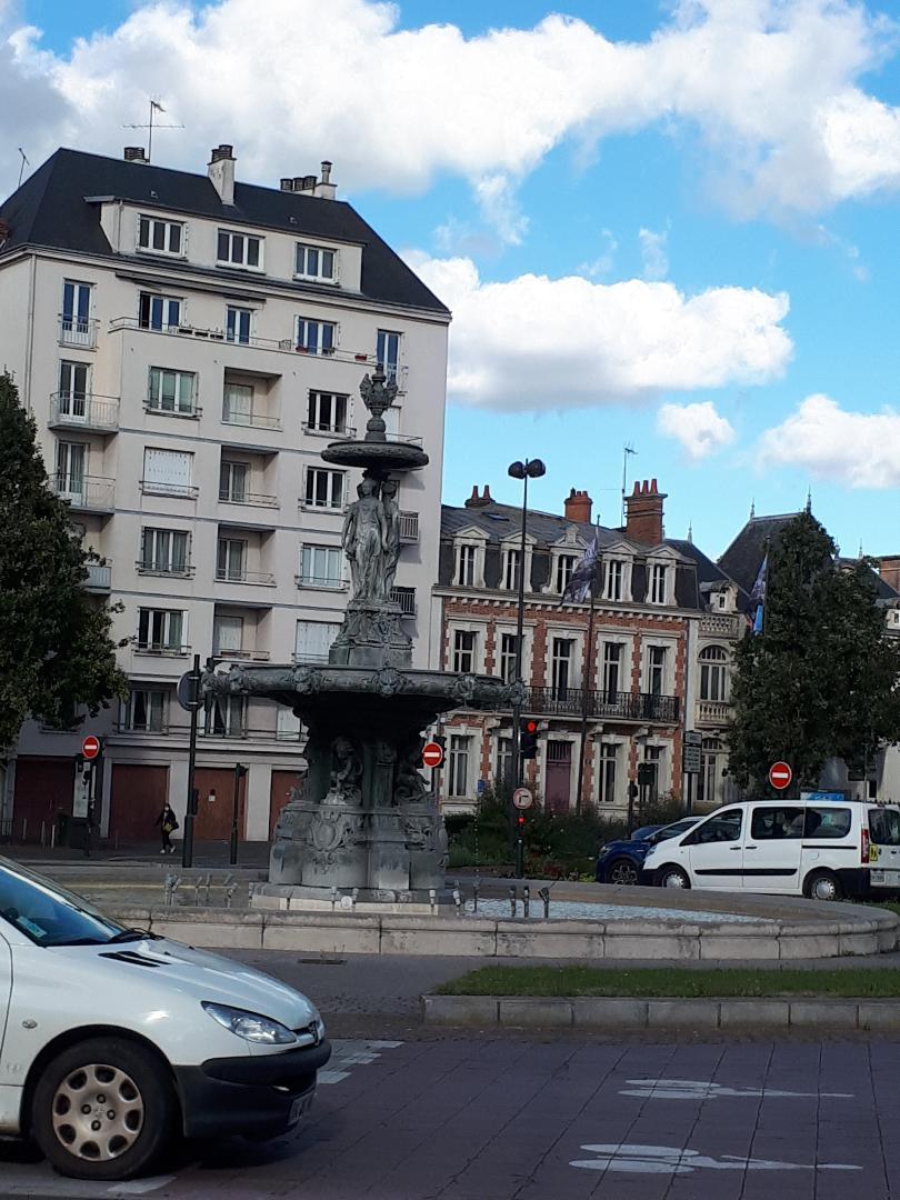 chartres pl gambetta fountain sep21