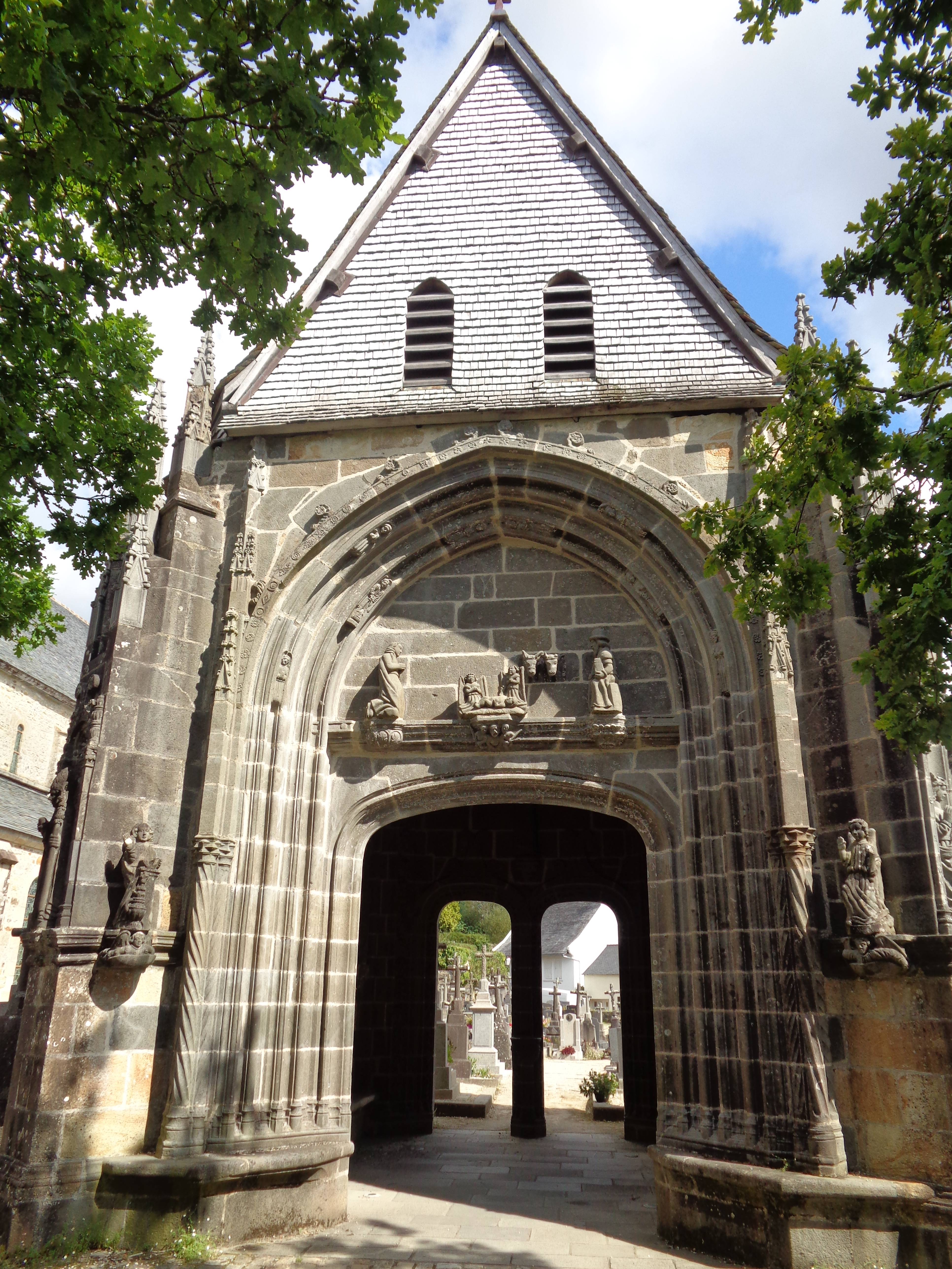 Daoulas abbaye ch ND triomphe arch to cemetery sep21