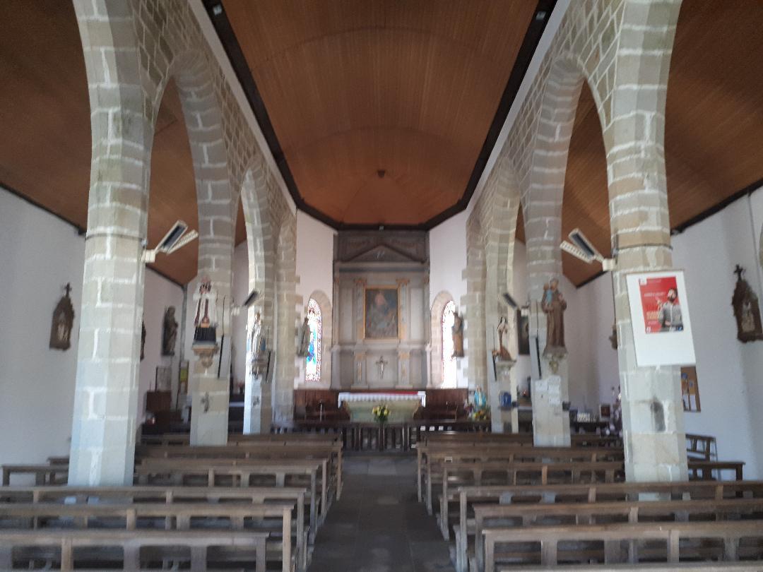 gourin-chapelle-de-la-vierge-nave-to-altar-jul19