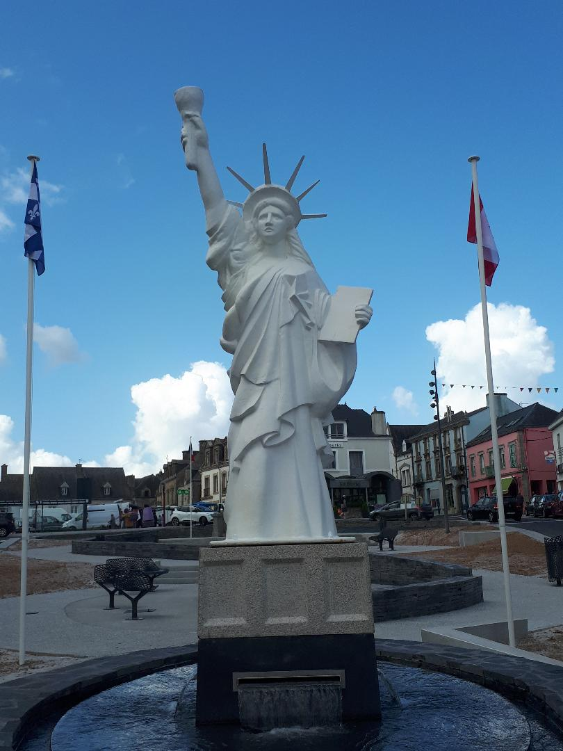 gourin-pl-de-la-liberte-statue-of-liberty-front-jul19