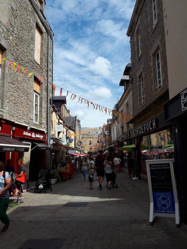 guerande-city-center-rue-st-michel-jul18