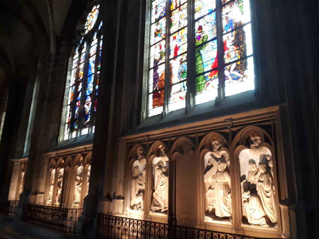 orleans cat ste croix chemin de croix above stained glass jeanne d'arc wall sep21