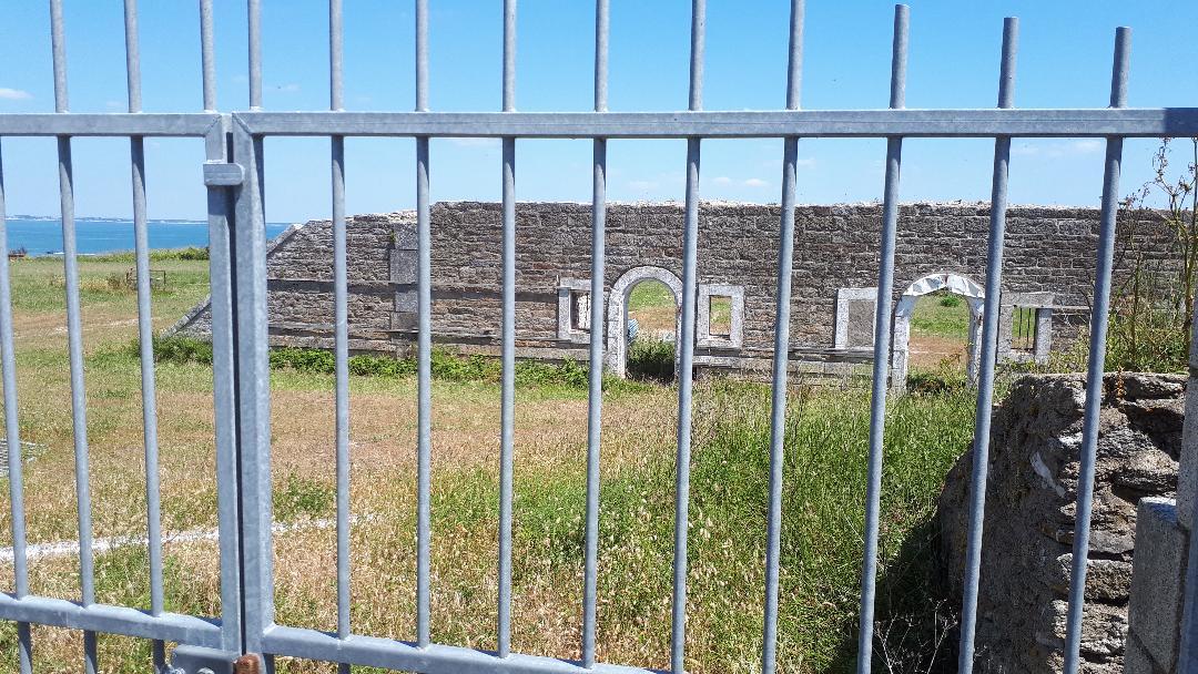 quiberon-fort-neuf-barracks-ruins-may20
