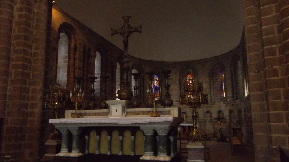 quimperle-closeup-altar-and-choir-eg-ste-croix-oct12