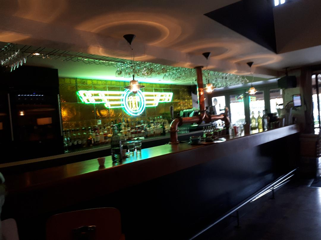 vannes-le-tarmac-bar-counter-nov18