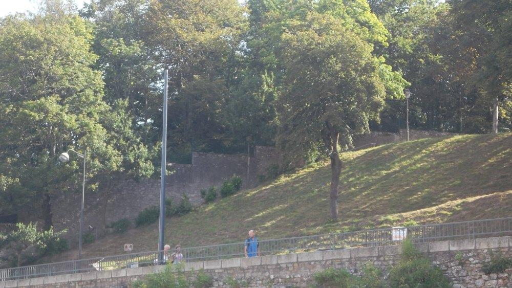 vannes-ruins-de-castle-by-remparts-rue-francis-decker-aug12