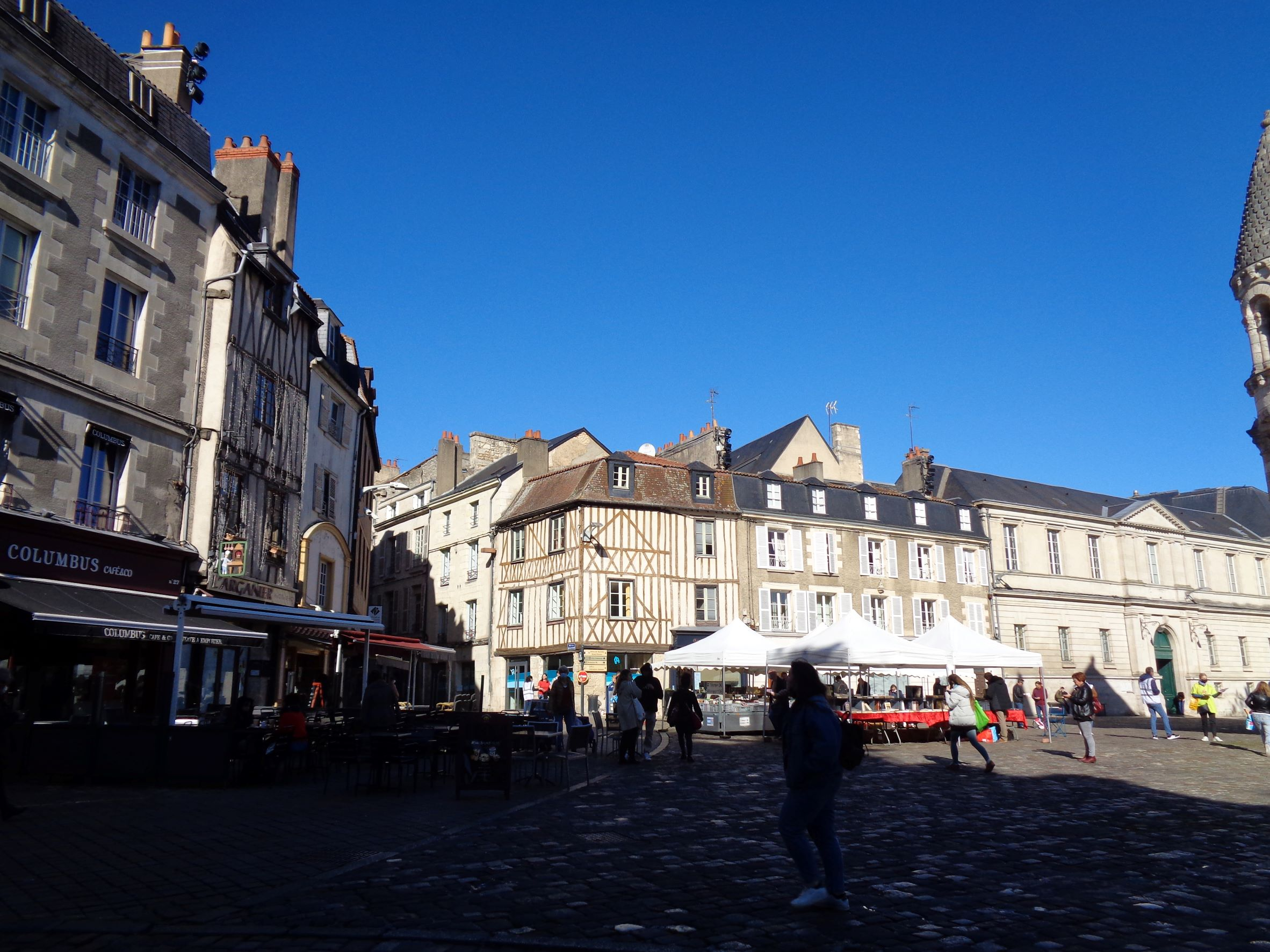 Poitiers pl Charles de Gaulle by ND grande ch oct21